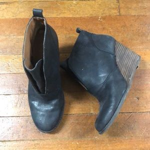 Women's booties, gently used. Good condition.